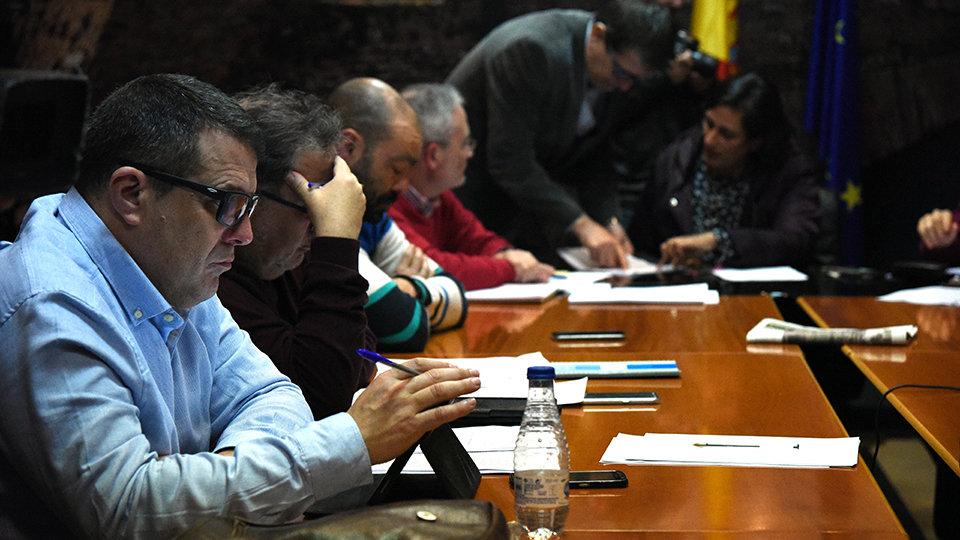 302b710f3 Representantes de los sindicatos en la sala de reuniones del Ceuta Center  en un aimagen de