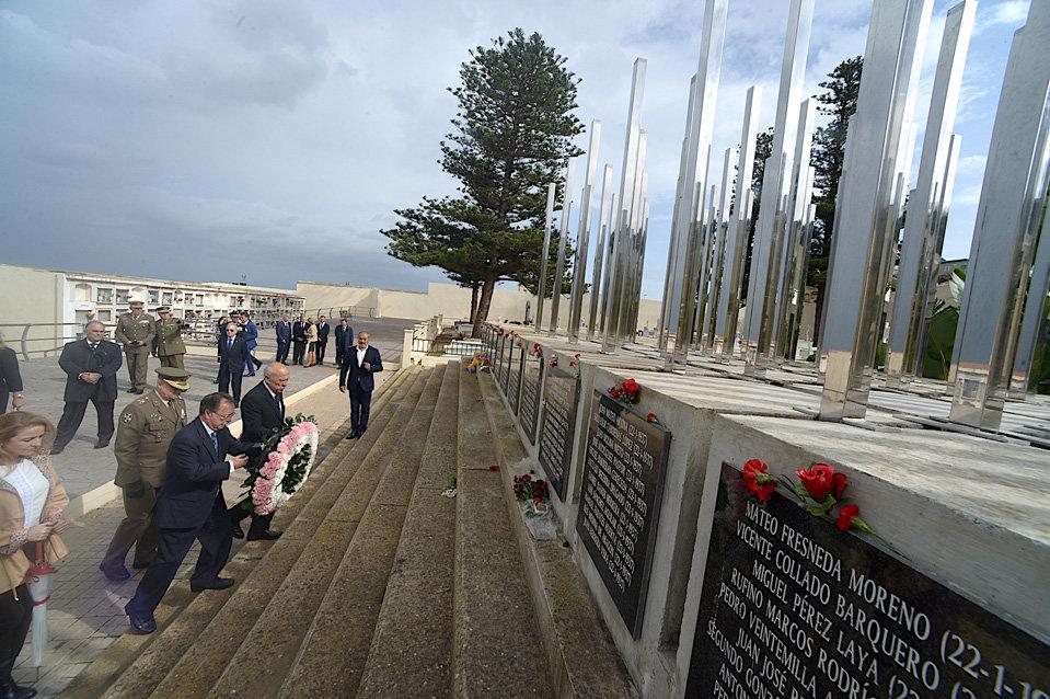 Honores para los caídos en Santa Catalina - Ceuta al día